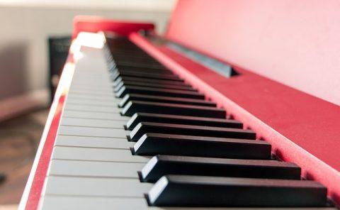 5 יתרונות ללימוד פסנתר באינטרנט